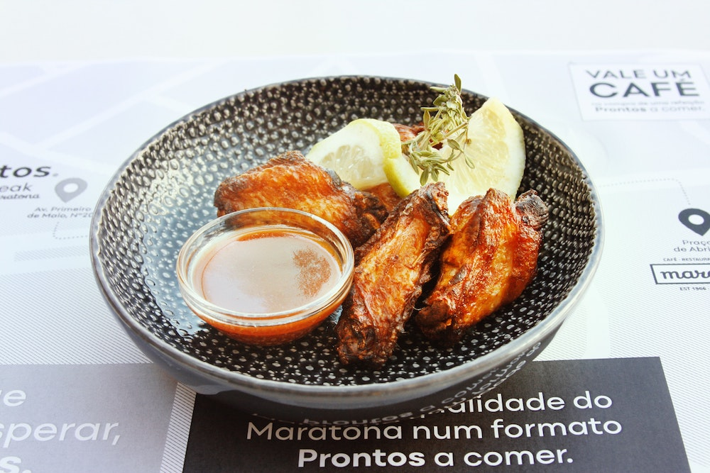 A bowl of chicken wings.